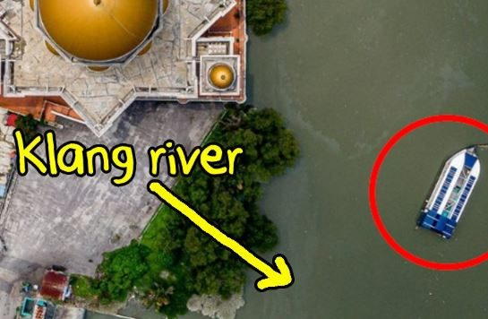 This Weird-Looking Boat Is Single-Handedly Cleaning Up The Klang River