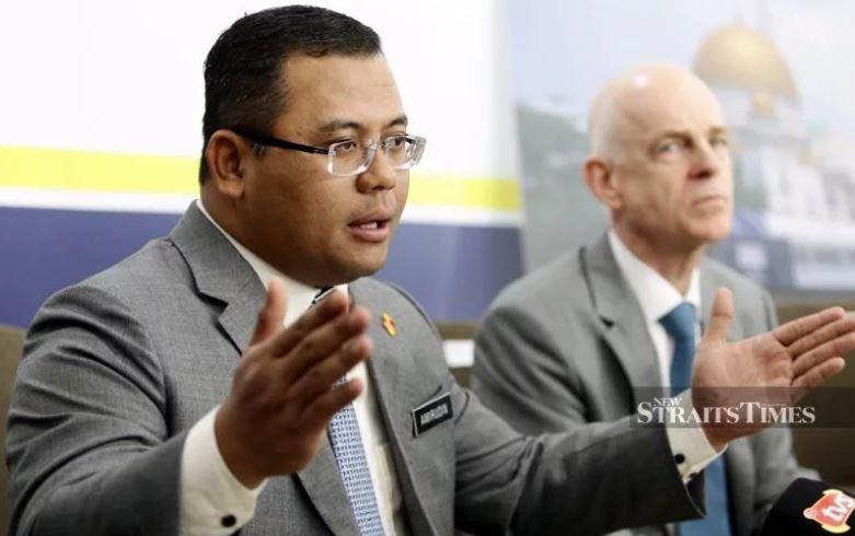 Selangor Mulls Having Another River Rubbish Extractor