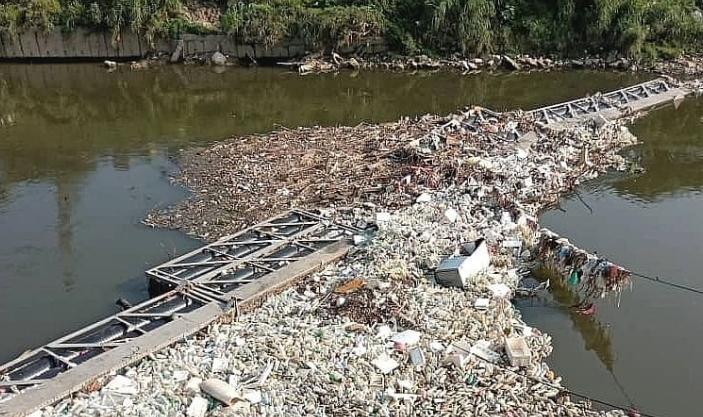 Covid-19: Klang River Monitored For Contamination After Face Masks, Gloves And Sanitiser Bottles Found During Clean-ups